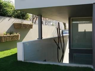 Family House Serralves - Mjarc by Maria João Andrade e Ricardo Cordeiro MJARC - Arquitetos Associados, lda Jardines delanteros