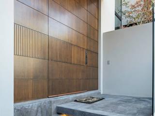Rousseau Arquitectos Modern style doors Wood