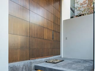 Puertas modernas de Rousseau Arquitectos Moderno