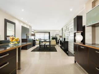 Moradia remodelada, bom gosto e muito espaço. Salas de jantar modernas por Miguel Marnoto - Fotografia Moderno