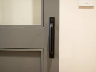 더불어 살아가는 집_서래마을 빌라 인테리어: (주)바오미다의  문