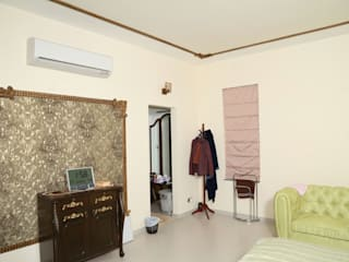 Mr. Fazal 's Home Interior Design:  Bedroom by Walls Asia Architects and Engineers