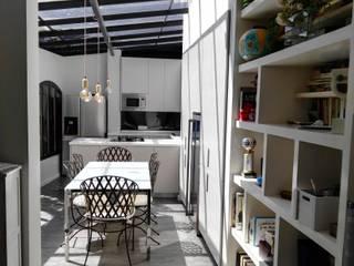 Cocinando con vistas Cocinas de estilo moderno de Estudio de Cocinas Carmen Bejarano Madrid Moderno