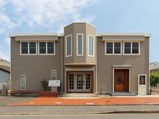 本社ショールーム: 立共インターナショナル 株式会社が手掛けた木造住宅です。,クラシック