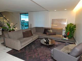 APTO EDUROSE: Salas de estar  por Gislene Soeiro Arquitetura e Interiores