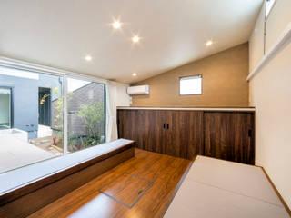 客間: 田所裕樹建築設計事務所が手掛けた和室です。