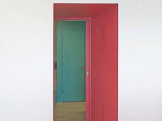 通路: 田所裕樹建築設計事務所が手掛けた廊下 & 玄関です。