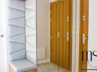 Couloir, entrée, escaliers scandinaves par subdadesign Scandinave