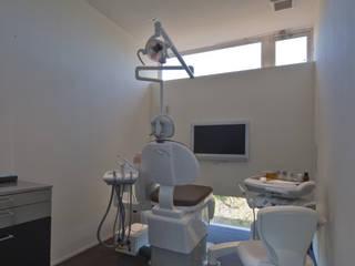 診療室: 寺下浩一級建築士事務所が手掛けた医療機関です。