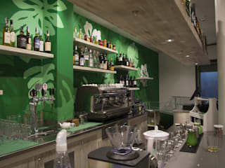 Rinnovo bar/panineria Bar & Club in stile tropicale di Interno5 Tropicale