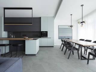 апартаменты в Кловском Кухня в стиле модерн от Lugerin Architects Модерн