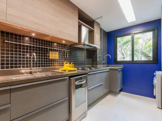 Cozinha: Armários e bancadas de cozinha  por ME Fotografia de Imóveis
