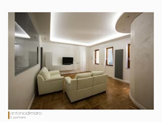 La Casa_Complessa Soggiorno moderno di antoniodimaro&partners Moderno