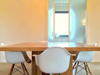 Villa olmo: Sala da pranzo in stile  di Claudia Trevisan Architetto, Moderno