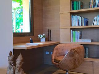 Villa olmo: Ingresso & Corridoio in stile  di Claudia Trevisan Architetto, Moderno
