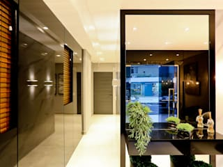 Modern Corridor, Hallway and Staircase by Studio Diego Duracenski Interiores Modern
