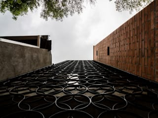 Houses by PLANTA BAJA ESTUDIO DE ARQUITECTURA, Modern