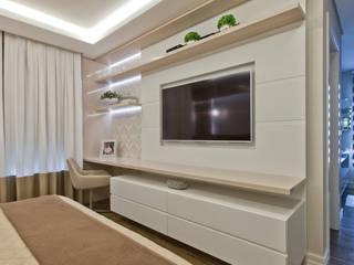 Ana Crivellaro 寝室ワードローブ&クローゼット 木 白色