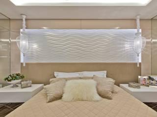 Ana Crivellaro モダンスタイルの寝室 MDF アンバー/ゴールド