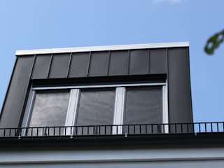 Modern houses by Celia Kunst_Architektur und Raumplanungen Modern
