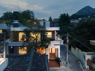 Casas de estilo moderno de 서가 건축사사무소 Moderno