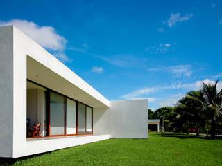 Casa CP: Casas de estilo  por COUTIÑO & PONCE ARQUITECTOS