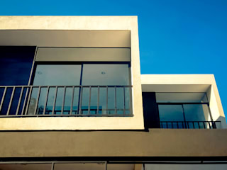 Casa Prieto: Casas unifamiliares de estilo  por COUTIÑO & PONCE ARQUITECTOS