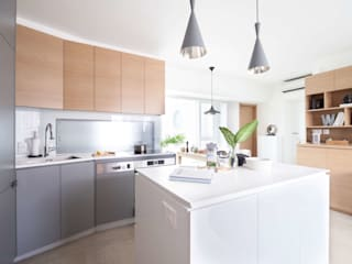 Cherry Crest B Classic style kitchen by Clifton Leung Design Workshop Classic