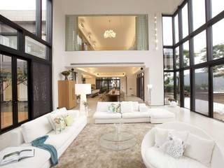 The Lake Dragon Minimalist living room by Clifton Leung Design Workshop Minimalist