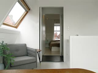 Kleine verbouwing kapverdieping:  Studeerkamer/kantoor door MOTUS architects
