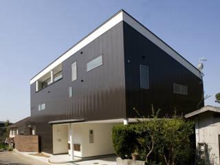 松山市 高台の家: Y.Architectural Designが手掛けた一戸建て住宅です。