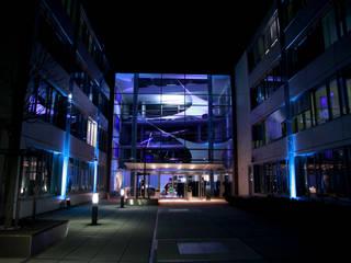 DESIGN KOMMUNIZIERT FEDERLEICHT KOMPLEXE INHALTE Moderne Bürogebäude von architopia_ Christine Detering Modern