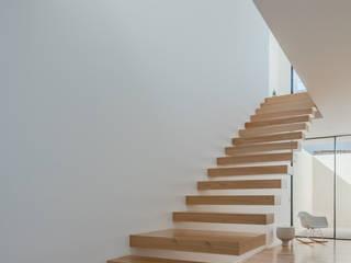 Stairs by Raulino Silva Arquitecto Unip. Lda, Minimalist
