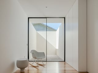Corridor and hallway by Raulino Silva Arquitecto Unip. Lda, Minimalist