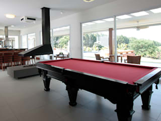 Modern living room by R|7 Mila Ricetti Arquitetos Associados Modern