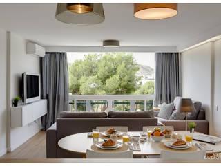 Acogedor apartamento en la costa de Alicante: Salones de estilo moderno de AGUSTIN DAVID PHOTOGRAPHY