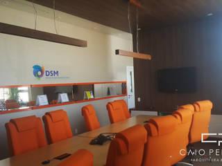 projeto corporativo para empresa multinacional holandesa dsm sala reuniao diretoria: Edifícios comerciais  por Caio Pelisson - Arquitetura e Design