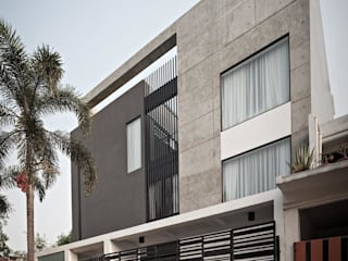 Modern balcony, veranda & terrace by DP+HS Architects Modern