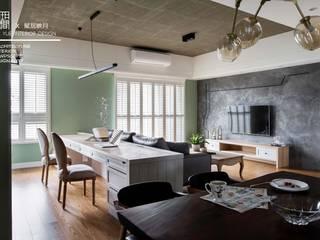 Salas / recibidores de estilo  por 百玥空間設計, Rural