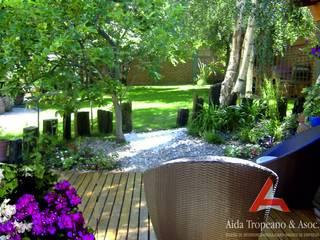 Aida tropeano& Asociados Classic style garden Wood Green