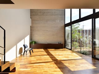 Tk house: Ikuyo Nakama Architect Design Officeが手掛けたリビングです。