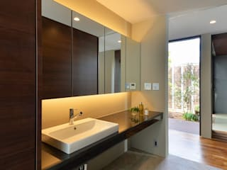 Bathroom by Ikuyo Nakama Architect Design Office