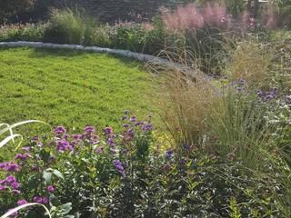 동탄 작가정원 '느릿느릿 걷는 구부러진 길': 아이디얼가든 (IDEALGARDEN)의  정원