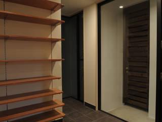 Modern corridor, hallway & stairs by hacototo design room Modern