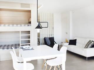 Modern dining room by Laia Ubia Studio Modern