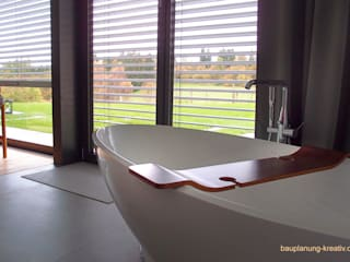 Banheiros modernos por Dipl. Ing. Müller, Büro für Bauplanung und Sanierung Moderno