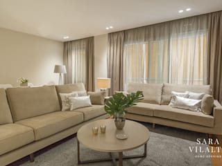 ALQUILER EN SANT GERVASI - DECORACIÓN HOME STAGING Salones de estilo moderno de SV Home Staging Moderno