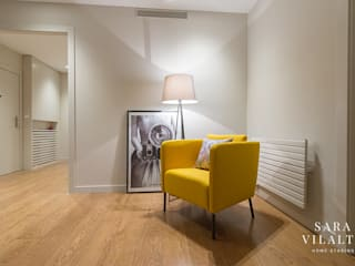 Modern Corridor, Hallway and Staircase by SV Home Staging Modern