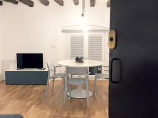 """I love """"vecchia Milano"""": Ingresso & Corridoio in stile  di studio ferlazzo natoli"""