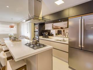Cozinha em Ilha: Cozinhas  por Juliana Agner Arquitetura e Interiores,Moderno